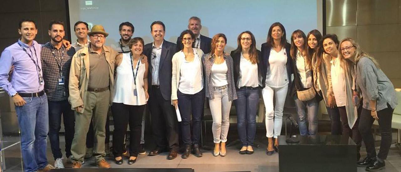 Las voluntarias y voluntarios de la Fundación Telefónica muestran su solidaridad con las personas refugiadas