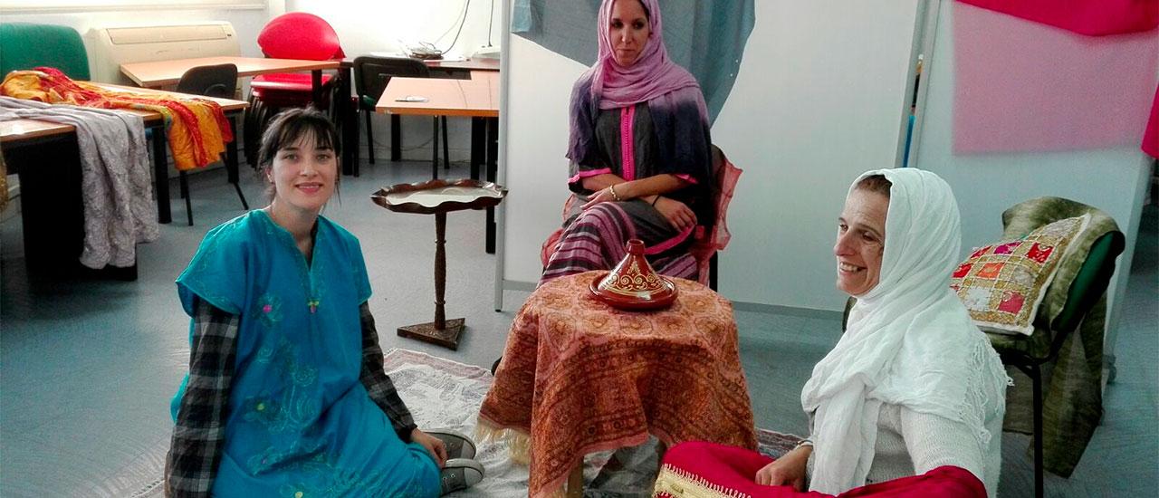 La obra sobre Marruecos de nuestro grupo de teatro social sigue avanzando: trabajando en la escenografía