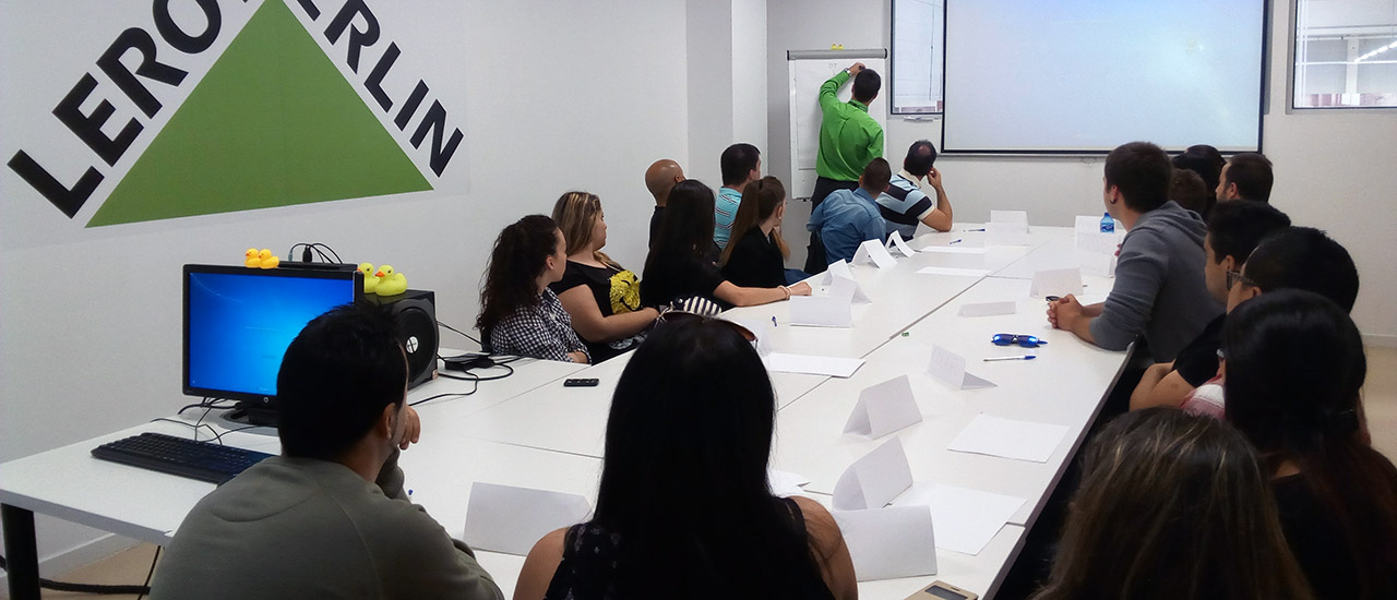 """19 personas desempleadas participan en el curso """"Reposición y Atención al Cliente"""" del Movimiento por la Paz Castilla-La Mancha"""
