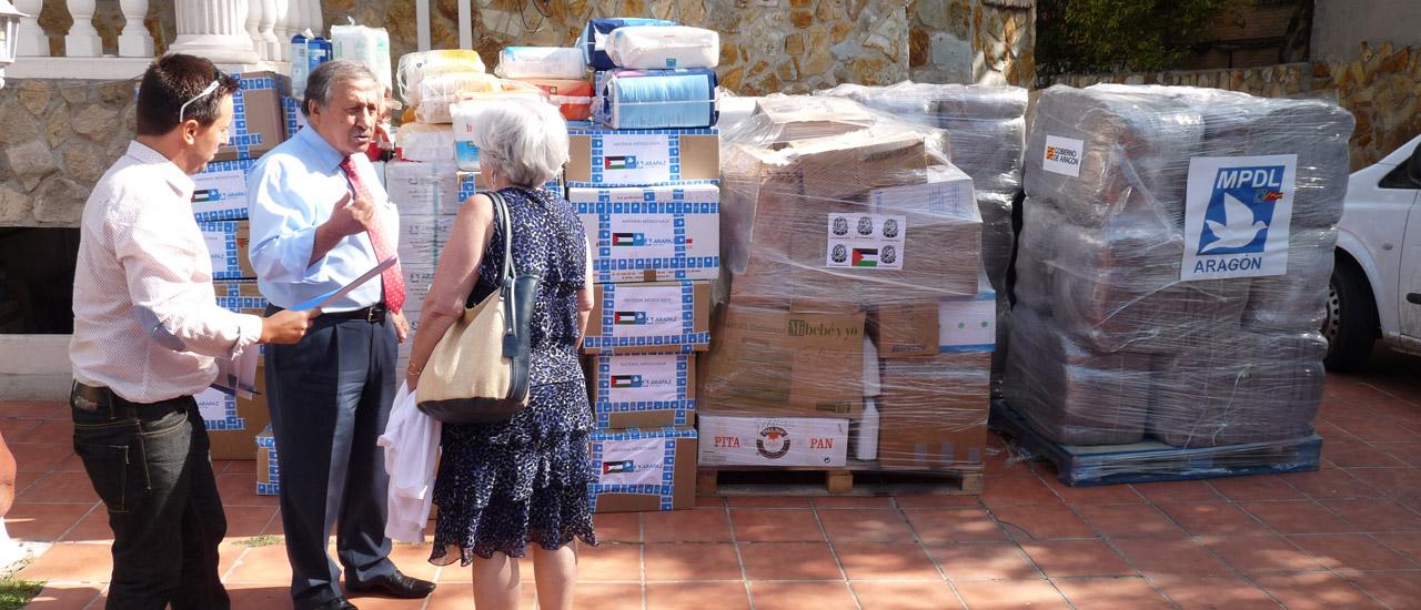 Entrega de medicinas y material médico para Gaza en la embajada palestina
