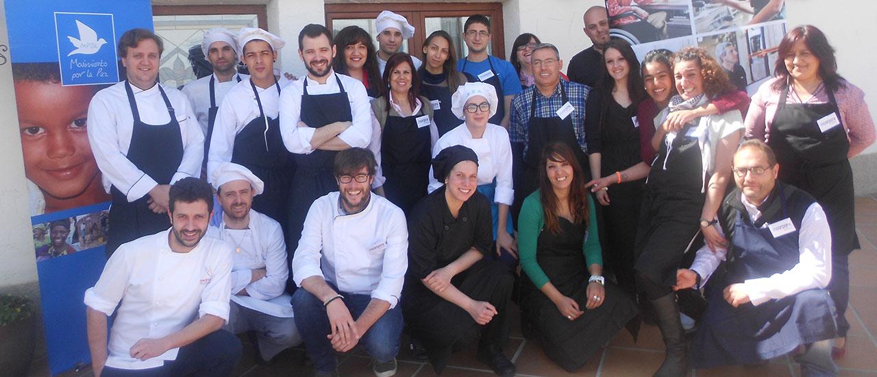 El chef Iván Cerdeño recibe a alumnas y alumnos de cocina del MPDL