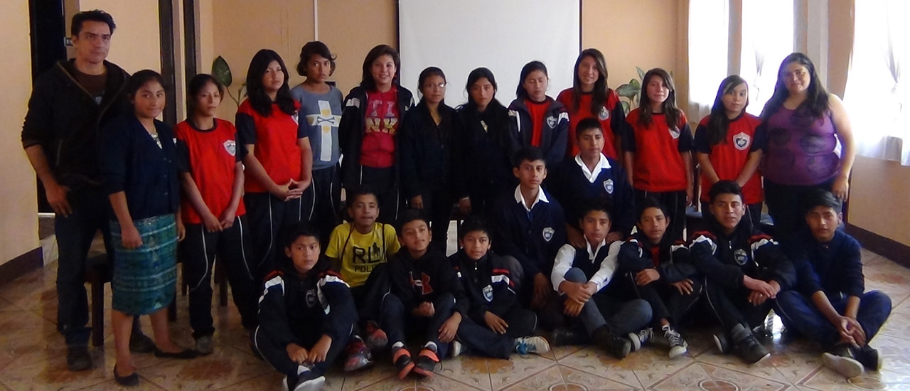 Las Poderosas Teatro sensibilizan a jóvenes guatemaltecos en contra de la violencia