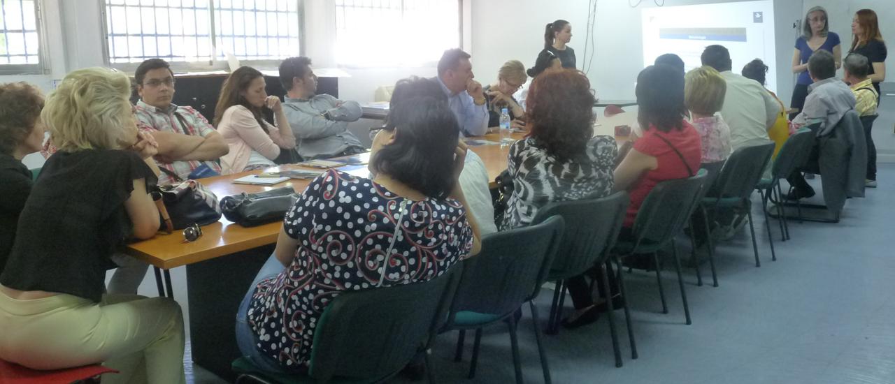 Una delegación de funcionarias y funcionarios de Rumanía visita al Movimiento por la Paz